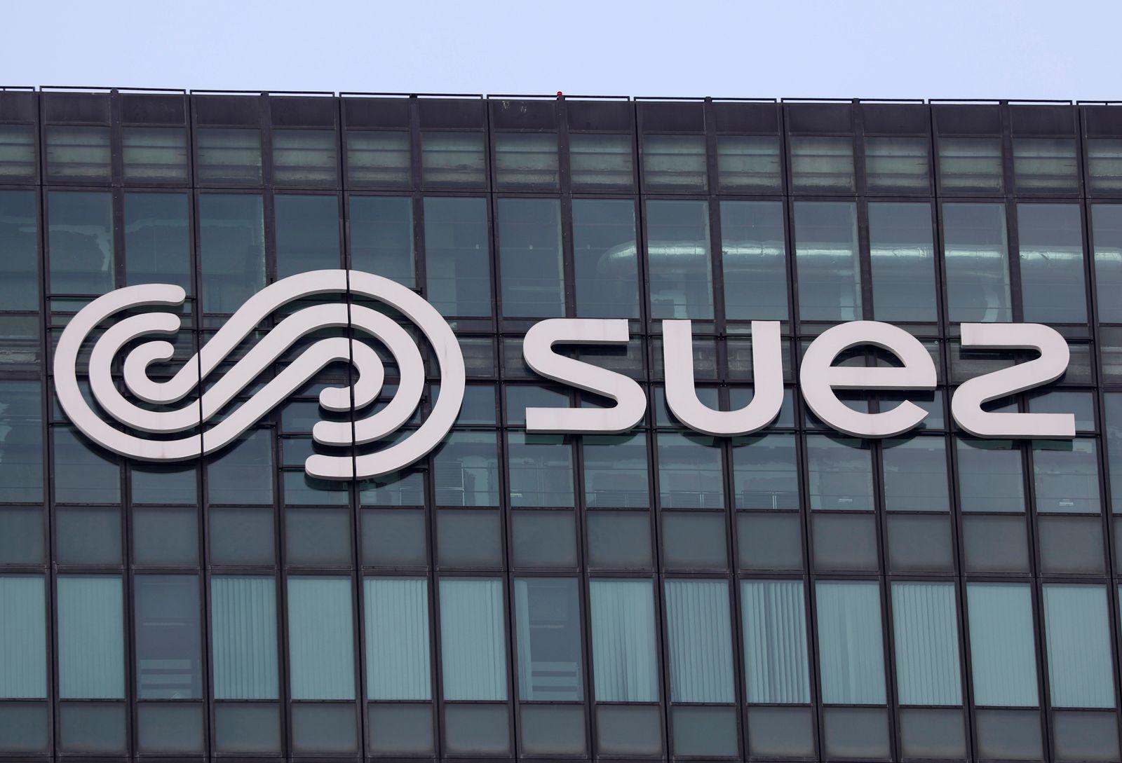 Logo of Suez on the company headquarters at La Defense