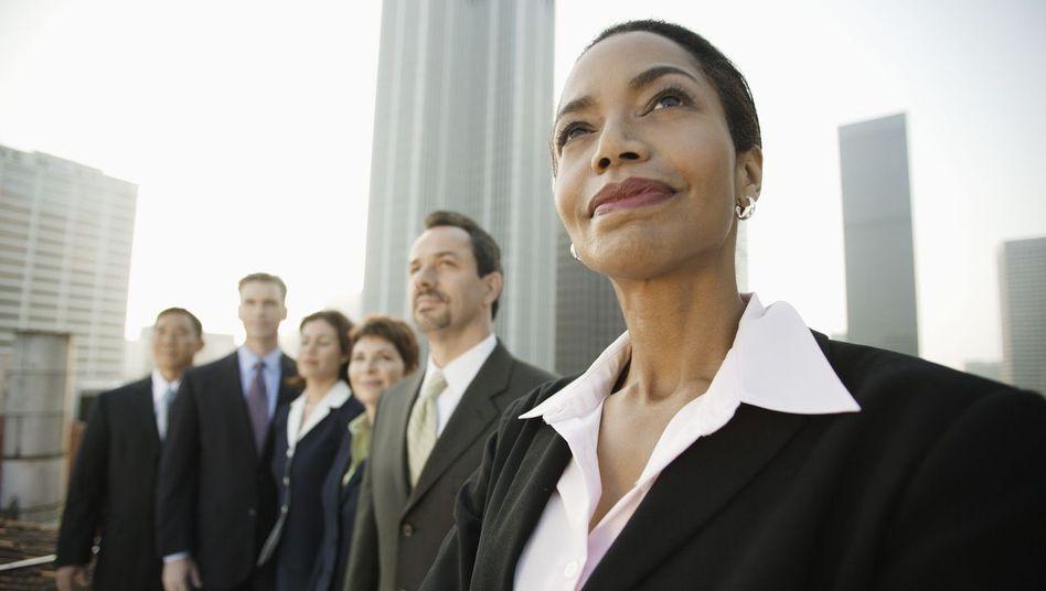 Bislang sind Frauen in Führungsgremien unterrepräsentiert. Für die Aufsichtsräte börsennotierter Unternehmen soll künftig eine Quote gelten
