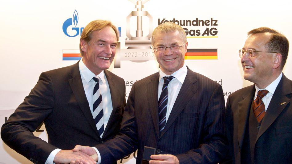 In Feierlaune: Gazprom-Vizechef Medwedew (M.), Leipzigs Oberbürgermeister Burkhard Jung (l.), VNG-Chef Karsten Heuchert (r.)