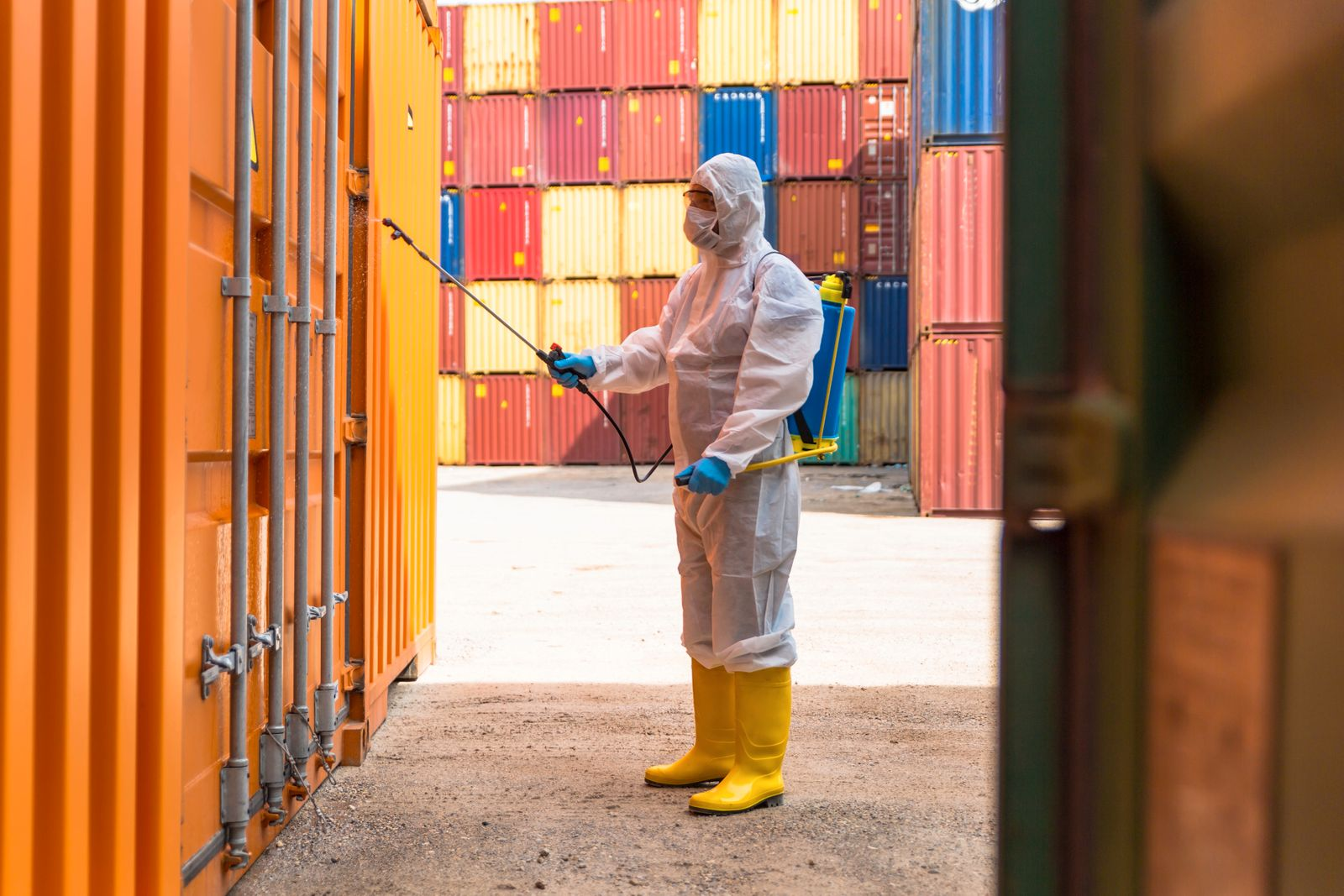 EINMALIGE VERWENDUNG disinfection and ventilation at Containers
