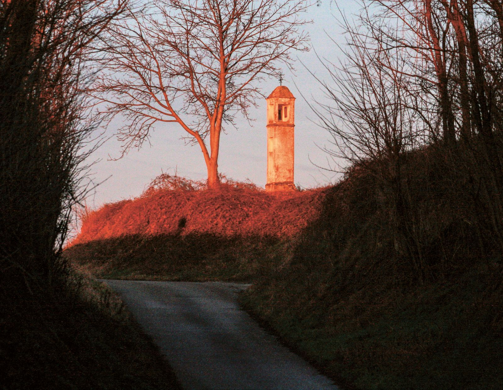 BUCH Martin Burger / Gehen auf alten Wegen / Morgenstimmung in der Dorfgasse in Engelmannbrunn