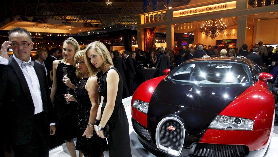 Millionärsmesse: Vermögende in Deutschland genießen vergleichsweise paradiesische Verhältnisse. Denn die Steuern auf Vermögen in den USA, Frankreich und Japan sind viermal so hoch wie in Deutschland. In Großbritannien betragen sie sogar das Fünffache