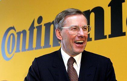 """Manfred Wennemer Vorstandsvorsitzender Continental Gesamtbezüge 2004: 2,0 Mio. Euro (Dax-Durchschnitt: 3,6 Mio. Euro) Eigenkapitalrendite nach Eigenkapitalkosten: +19,9% (Dax: +3,8%) Wertschöpfung nach Eigenkapitalkosten: +49,4% (Dax: -1,6%) Gesamtbezüge-Platzierung im Dax-Vergleich: Rang 24 """"Pay for Performance""""-Platzierung im Dax-Vergleich: Rang 1"""