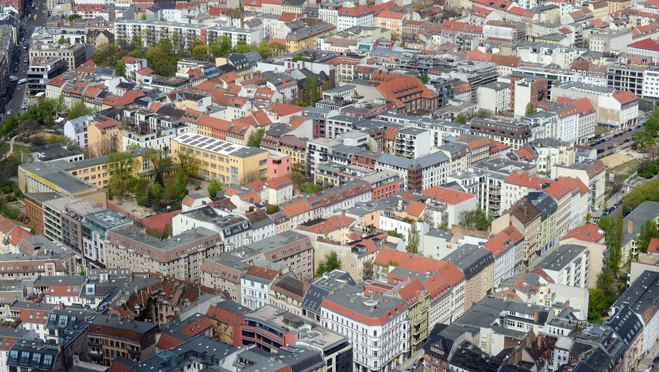Blick vom Berliner Fernsehturm: Die Preise für Eigentumswohnungen in der Hauptstadt sind seit 2011 von durchschnittlich 1600 auf 2200 Euro pro Quadratmeter hochgeschnellt