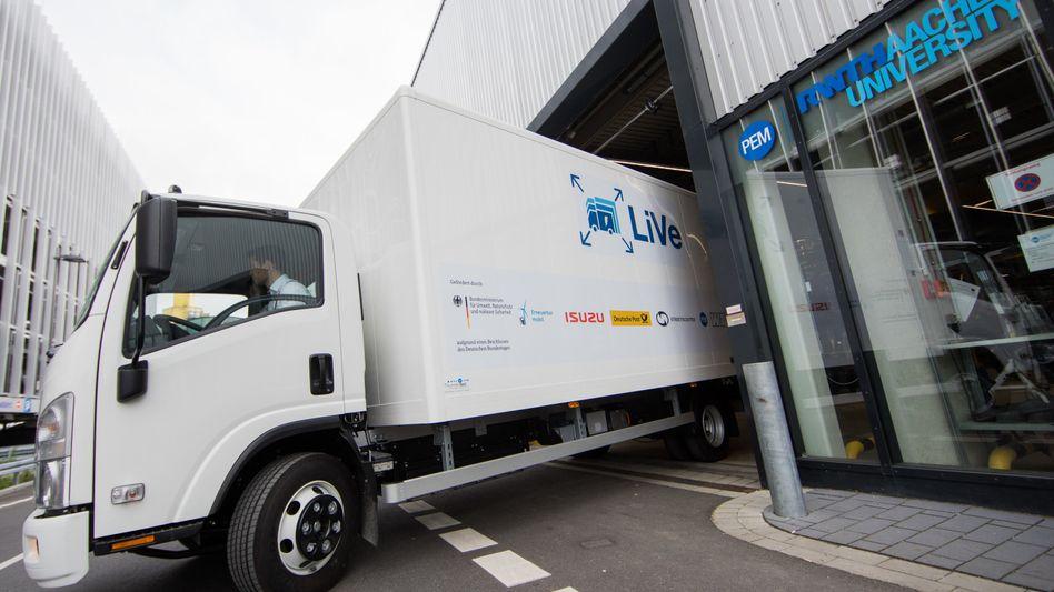 """LKW """"LiVe1"""": RWTH und Streetscooter GmbH treiben das Konzept des E-Lkw voran"""