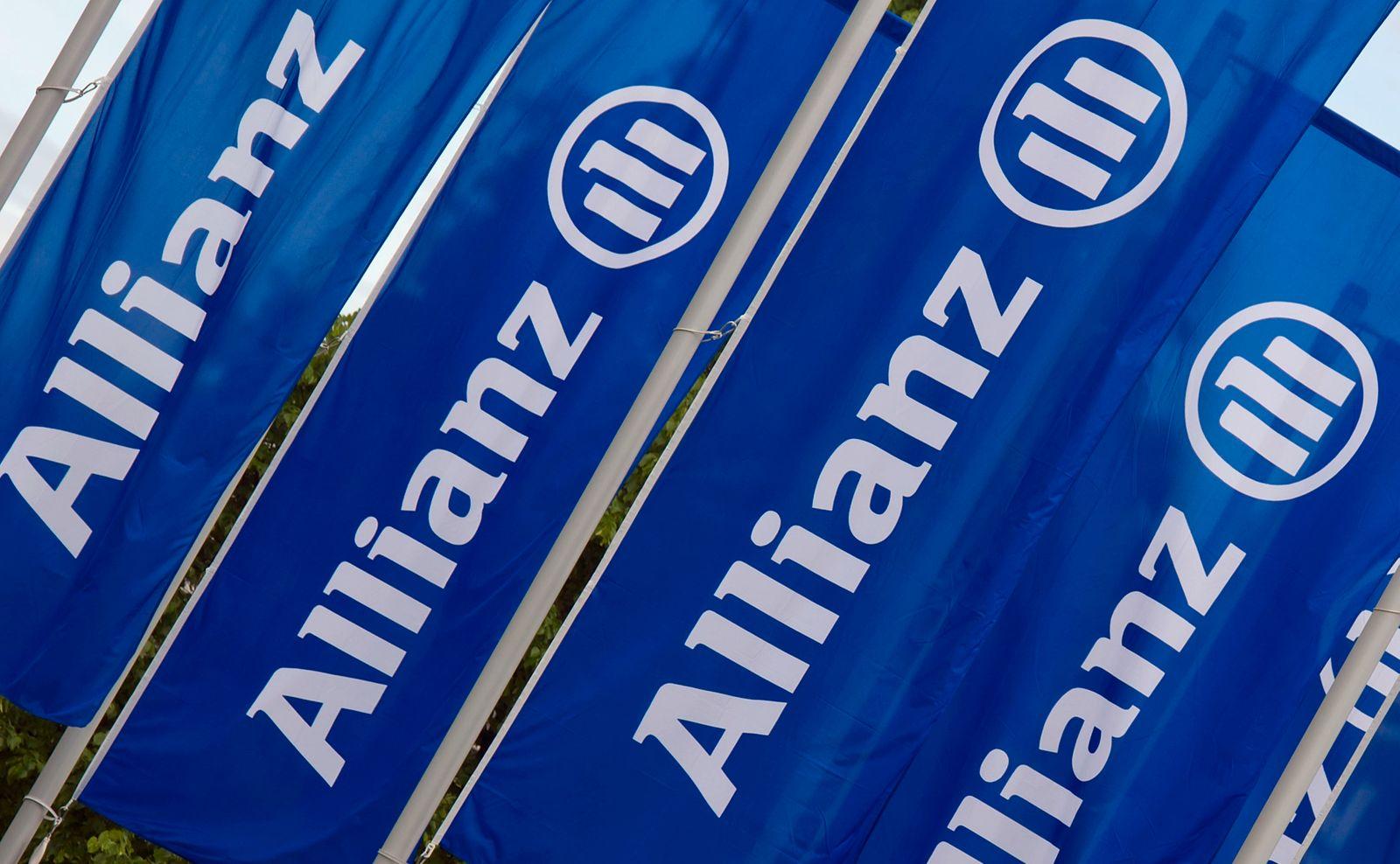 NICHT VERWENDEN Allianz Hauptversammlung / München / Fahnen