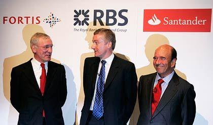 Kurz vor dem Ziel: Fred Goodwin (M.), Chef der Royal Bank of Scotland (RBS), Jean-Paul Votron (l.), Primus des Finanzkonzerns Fortis, Emilo Botin (r.), Lenker der spanischen Bank Santander