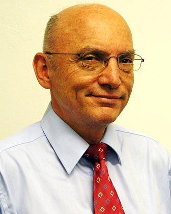 Roland Götz ist Russland-Experte bei der Stiftung Wissenschaft und Politik. Die Denkfabrik in Berlin berät Parlament und Regierung in Belangen der Außen- und Sicherheitspolitik. Zu Götz' Schwerpunkten gehören die Lage und Entwicklungsaussichten der russischen Wirtschaft, die dortige Energiewirtschaft sowie der Energiedialog mit der EU.