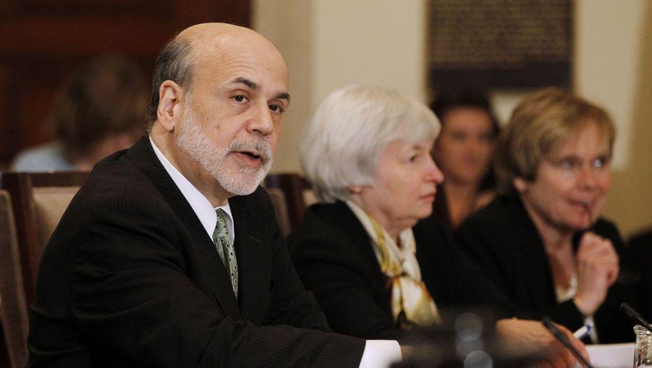 Fed-Chef Ben Bernanke, Nachfolgerin Janet Yellen: Die Fed drosselt die Geldzufuhr ein wenig - pumpt aber immer noch 75 Milliarden Dollar pro Monat in den Geldkreislauf