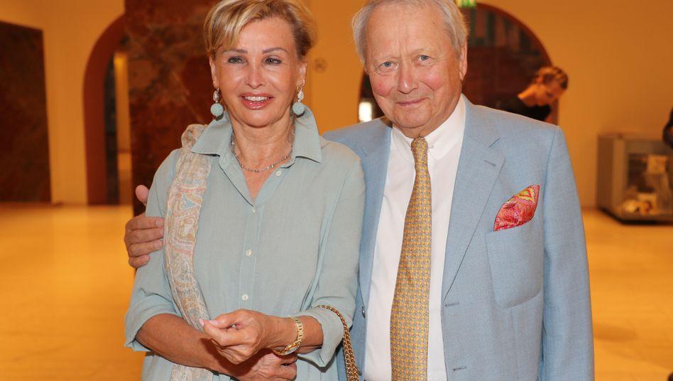 Wolfgang Porsche mit Partnerin Claudia Hübner: Die Porsche-Sippe zählt zu den größten Gewinnern unter den Reichsten