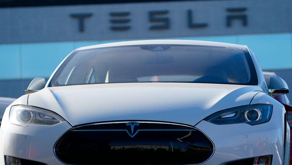 Tesla fährt vor: Der Elektroautobauer wurde in den S&P 500 aufgenommen