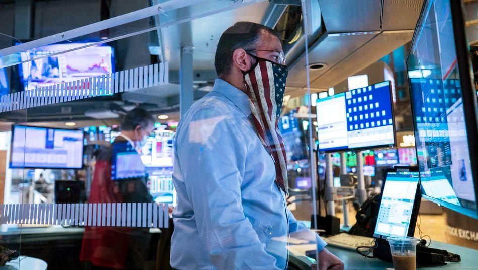 Börsianer in New York: Der Dow Jones pendelt weiter um 30.000 Punkte