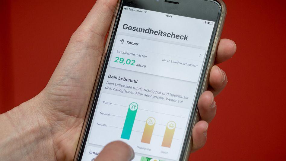 """Gesundheits-App """"Vivy"""" - laut Umfrage finden viele Menschen Gesundheits-Apps gut. Auch die Stärkung der Telemedizin halten die Befragten für sinnvoll. Doch wenn es um die konkrete Nutzung im Alltag geht, fällt die Zustimmung keineswegs mehr so eindeutig aus"""