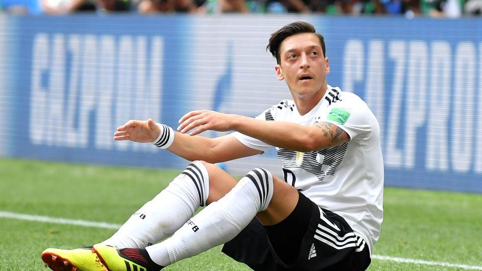 Mesut Özil ist bei Adidas unter Vertrag: Das soll auch so bleiben und Özil weiter Werbeträger für den Drei-Streifen-Konzern sein