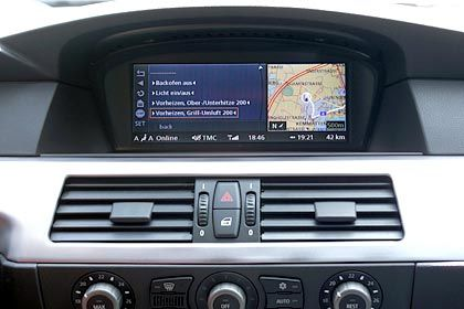Vorheizen per Grill-Umluft: Bereits im Auto kann der Fahrer entscheiden, wann und wie er sein Essen erwärmen will