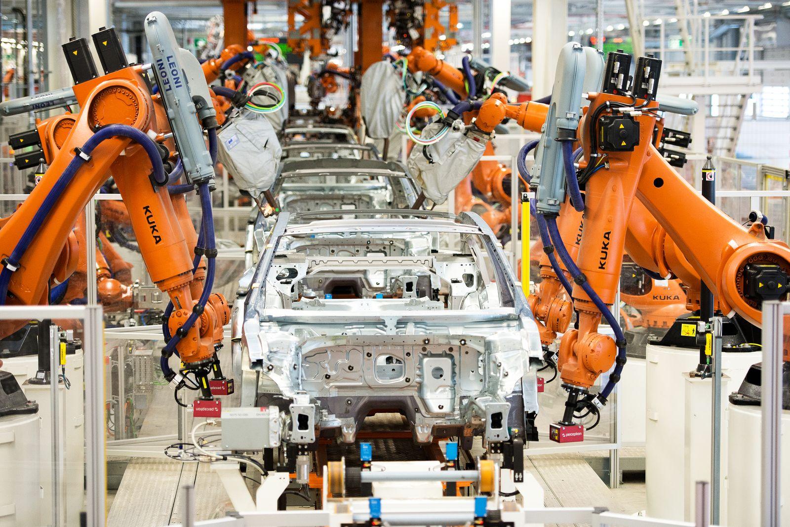 Produktion VW Passat im Werk Emden / Automatisierung Arbeitsplätze