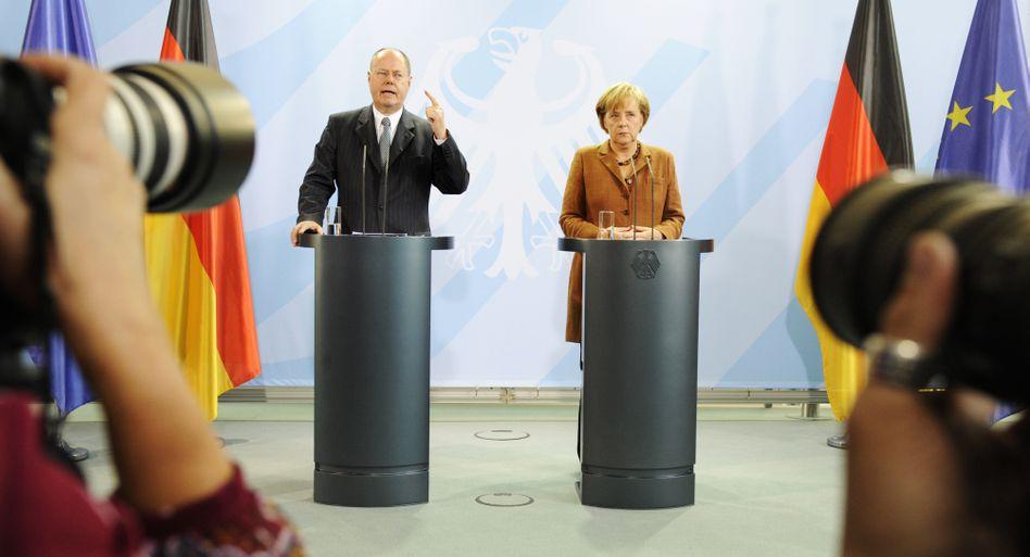 Einst in gemeinsamer Verantwortung: Viele Bürger können sich Angela Merkel und Peer Steinbrück wieder als Regierungsduo vorstellen, Investoren haben aus historischer Perspektive eine andere Präferenz