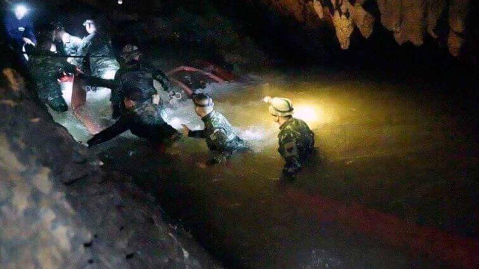 Retter in der Höhle in Thailand: Spezialisten aus aller Welt bemühen sich um das Leben der Eingeschlossenen.