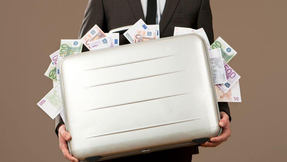 Mindestnes 800 Millionen Euro haben Griechen in die Schweiz gebracht, ein Großteil der Zinsen dürften die Griechen nicht versteuert haben