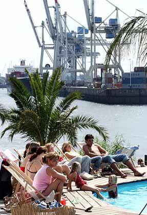 Hamburger Hafen: Künstliche Strandoase an der Elbe