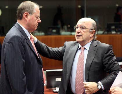 """Keine Entschuldigung: Finanzminister Steinbrück (r., hier mit EU-Kommissar Joaquin Almunia) will das Thema Steueroasen auch weiterhin """"pushen"""""""