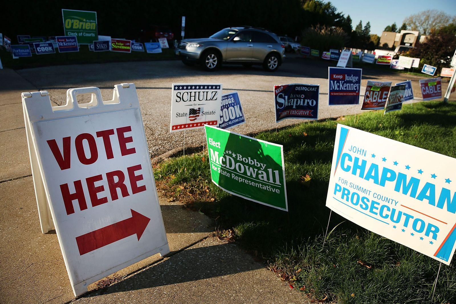 Wahl USA / Wahlschild / Wahllokal