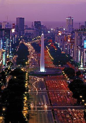Viel Platz für den Verkehr: Breite Avenidas prägen das Bild im Stadtzentrum