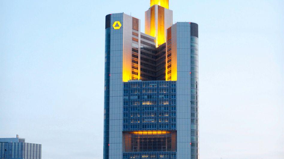 Commerzbank-Zentrale in Frankfurt: Berlin will Abfindungen an Bankmanager vermeiden