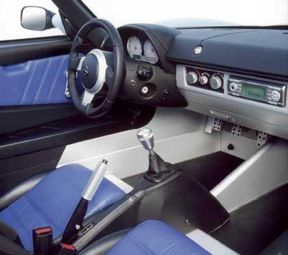 Spartanische Ausstattung: Im Speedster Turbo gibt es keinen Schnickschnack wie Servolenkung oder Beifahrer-Airbag