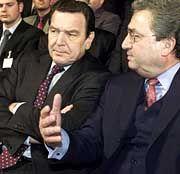 Unterschiedliche Politik, gleicher Geschmack: Mit Kanzler Gerhard Schröder trinkt Hundt zuweilen schon einmal ein Glas Bordeaux