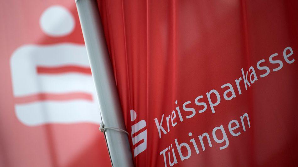Streitfall Kreissparkasse Tübingen: Von einem positiven Bonuszins darf ein negativer Grundzins abgezogen werden, so das Urteil des Landgerichts