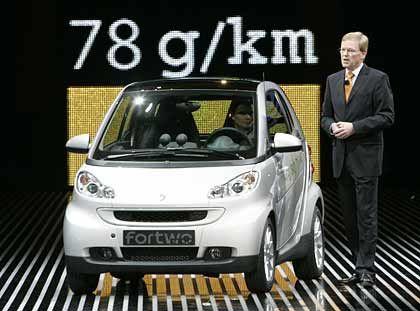 Kopiervorlage: Anders als in Europa gibt es in Asien bereits Konkurrenz für den Smart im Wettstreit um die kleinste Parklücke (hier die Präsentation des neuen Electric Smart ForTwo auf der IAA)