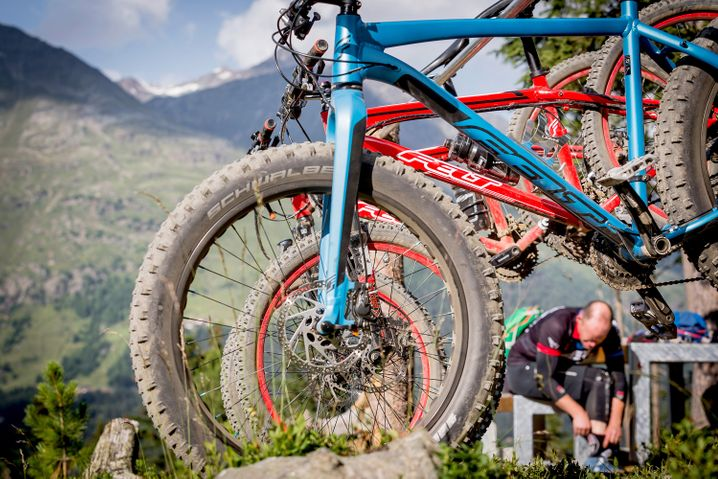 Diese Reifen wollen im Matsch wühlen: Mountainbikes spielen überall abseits planierter Wege ihre Stärken aus.