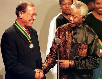 Südafrika-Freunde: Jürgen Schrempp mit Nelson Mandela. Schrempp besitzt eine Ranch in Südafrika