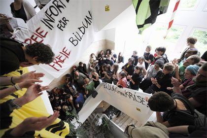 Studenten protestieren in der Freien Universität: Etwa 1000 Studenten besetzten das Präsidium der Berliner Exzellenzhochschule