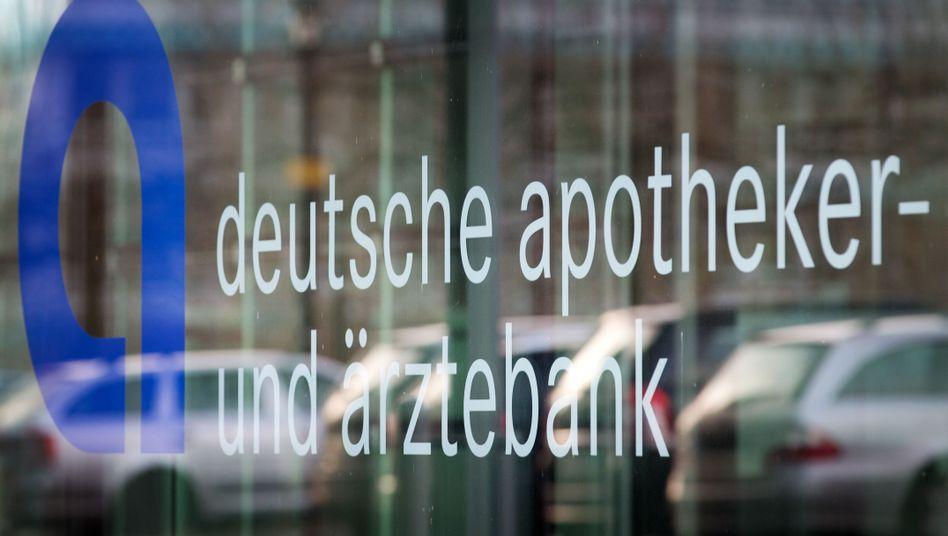 Apobank: Das Institut hat Einspruch gegen den Bescheid des Fiskus eingelegt