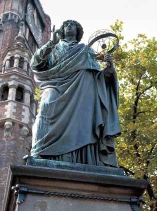 Der berühmteste Sohn der Stadt: Das Denkmal des Astronomen Nikolaus Kopernikus steht vor Thorns Rathaus und stellt ihn mit wehendem Umhang dar