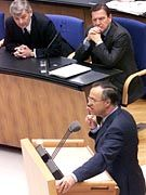 Bundesfinanzminister Hans Eichel stellt die Reform offiziell am 5. Januar vor