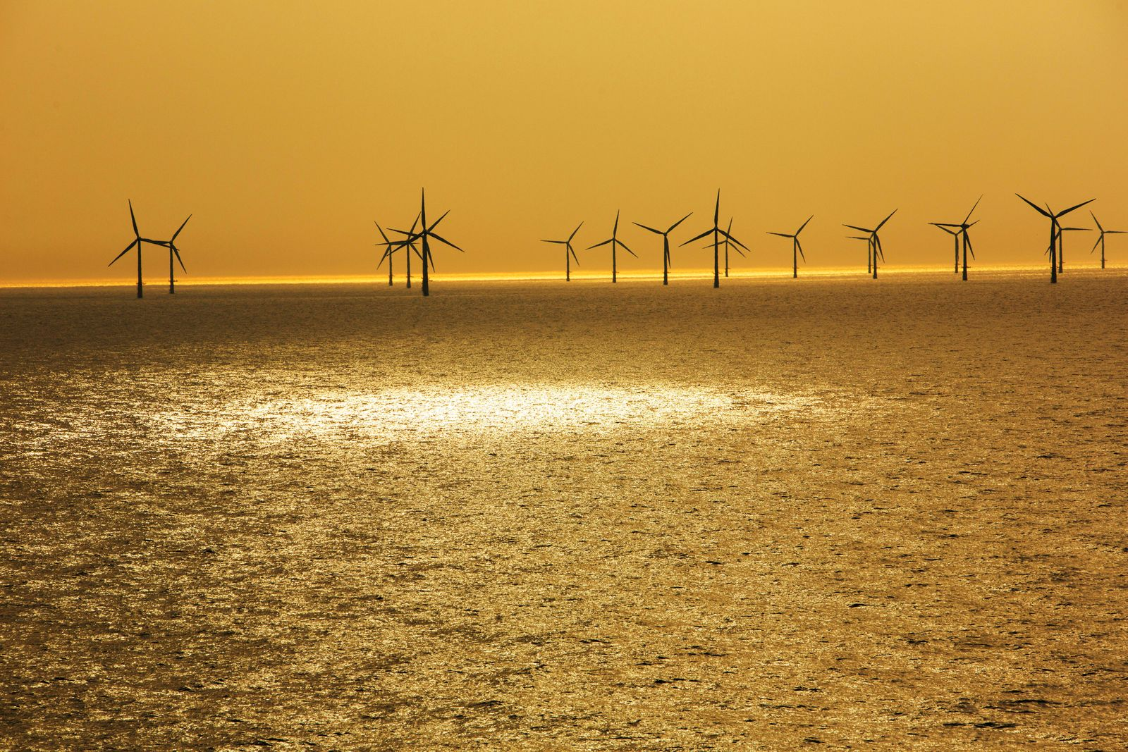 An offshore wind farm in Dutch waters an hours sailing from Ijmuiden, Netherlands. Almere, FL, Netherlands PUBLICATIONx