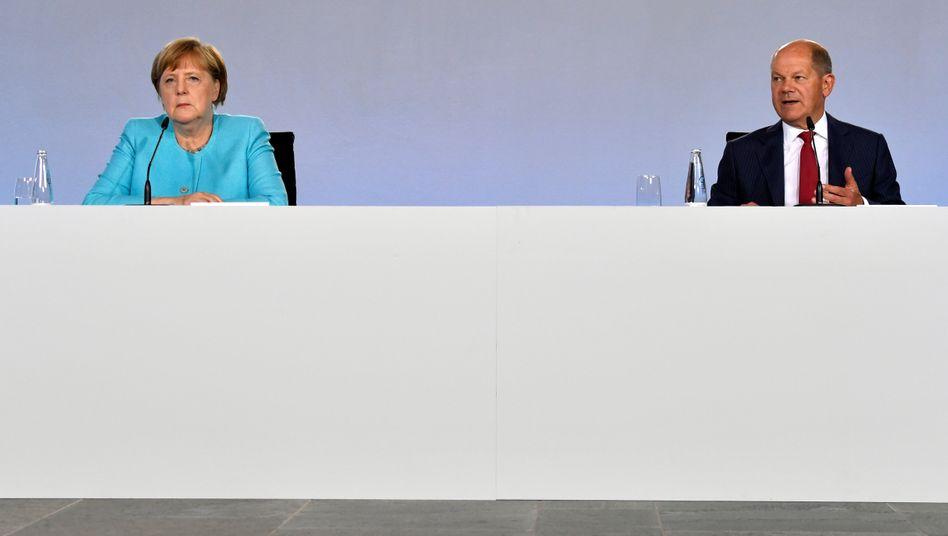 Werbeträger: Angela Merkel und Olaf Scholz.