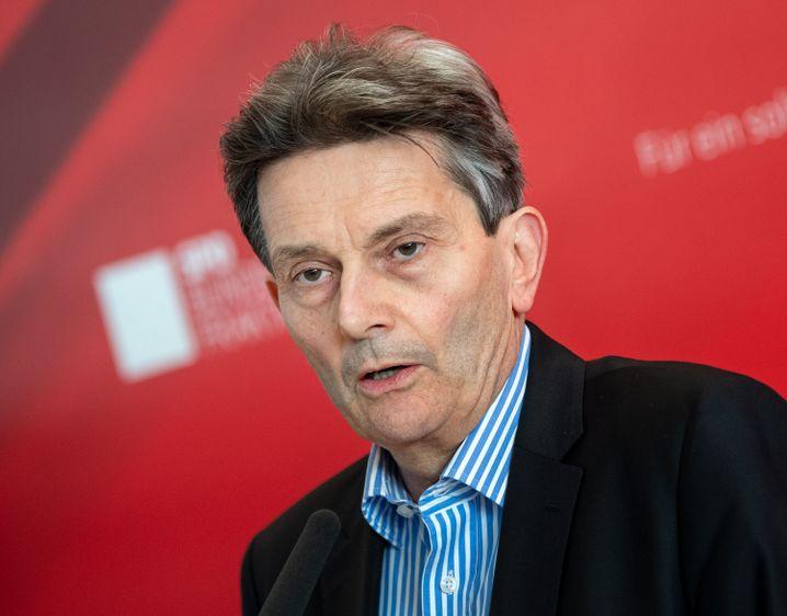 Rolf Mützenich, Vorsitzender der SPD-Bundestagsfraktion, will ein Verbot von Werksverträgen auf alle Wirtschaftszweige ausweiten.