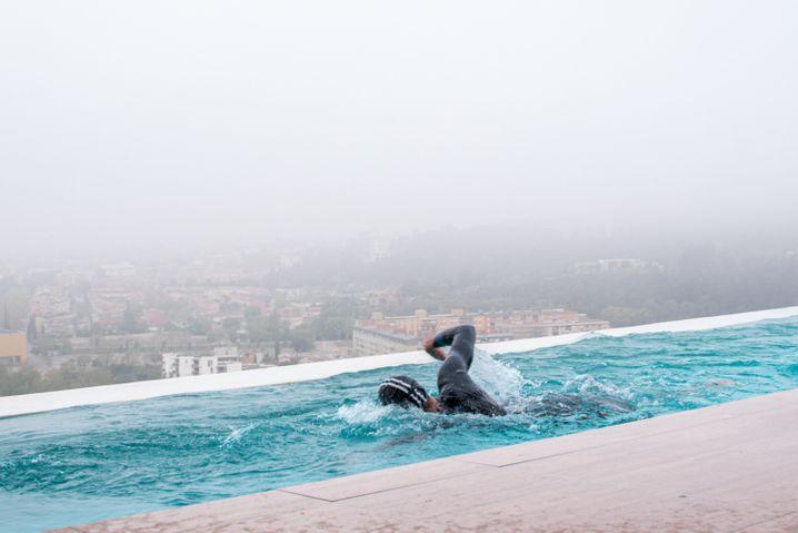 Meer (Symbolbild): Triathlon-Ikone Jan Frodeno in einem Schwimmbecken mit Gegenstromanlage