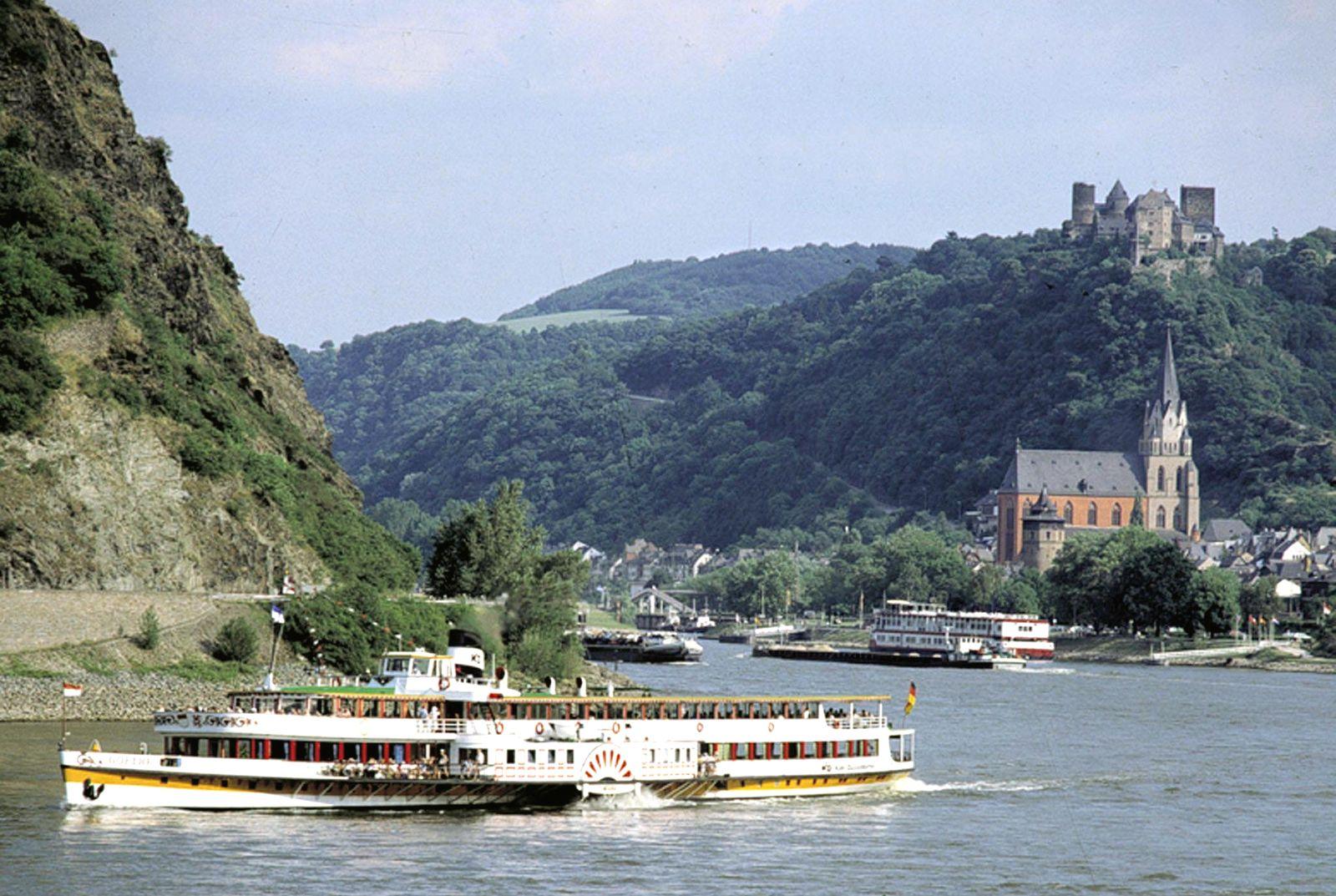 Ausflugsschiff auf dem Rhein / Nordrhein-Westfalen