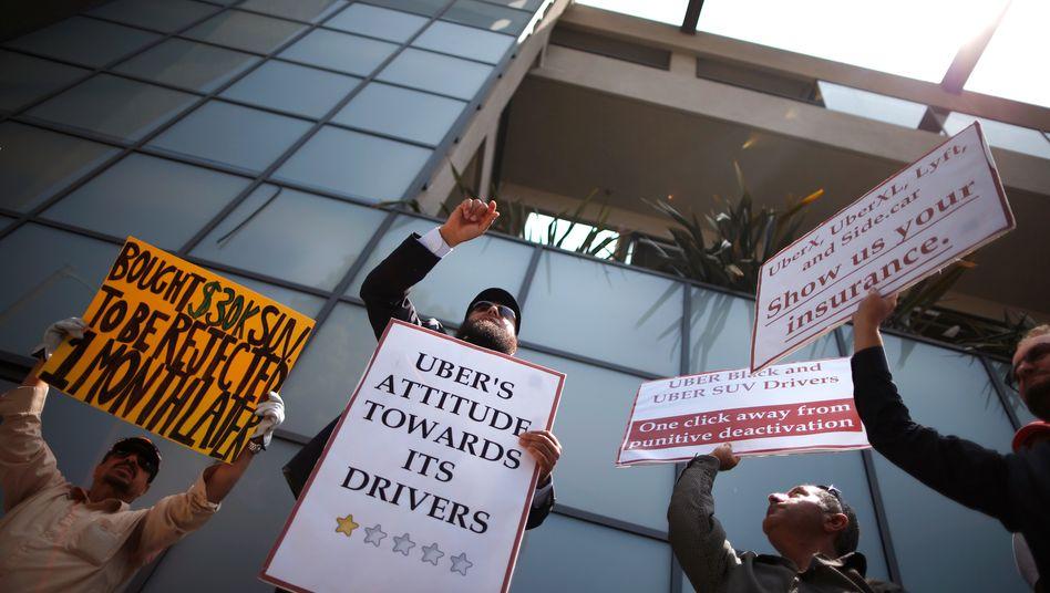 Im Juni 2014 protestierten Fahrer gegen die Startups Uber und Lyft in Kalifornien. Wenige Woche später gingen bei US-Gerichten Sammelklagen von Fahrern ein. Sie klagen dagegen, dass Uber und Lyft ihnen den Angestellten-Status absprechen