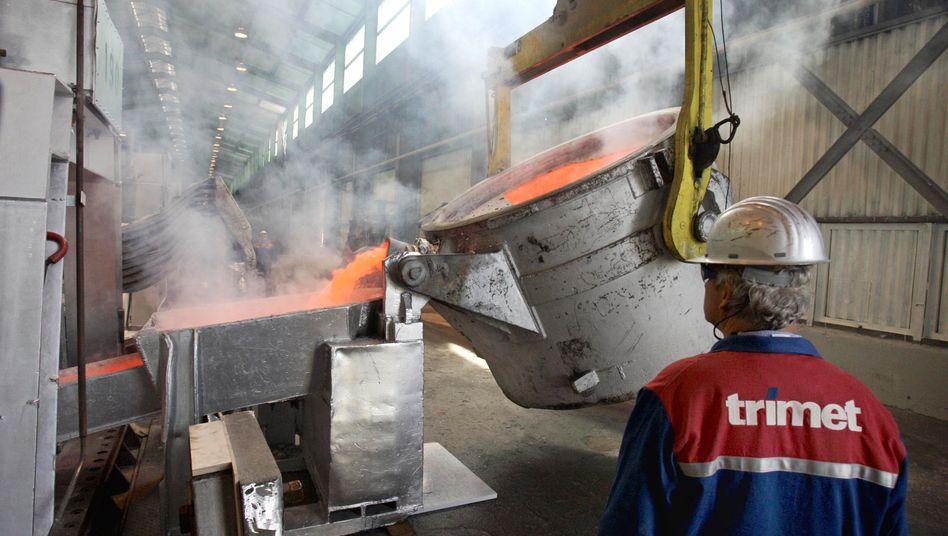 Aluminiumwerk: Die Herstellung des Leichtmetalls kostet viel Energie. Um deutsche Unternehmen vor entsprechenden Preisnachteilen wegen der Energiewende zu schützen, verteilte sie Rabatte. Doch die stoßen der EU übel auf