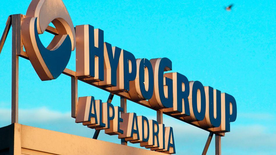 Hypo Alpe Adria: Die österreichische Skandalbank ist bereits abgewickelt. Deren Bad Bank und das Bundesland Kärnten bitten die Anleihegläubiger um einen Schuldenschnitt. Lehnen sie ab, droht Kärnten der Bankrott