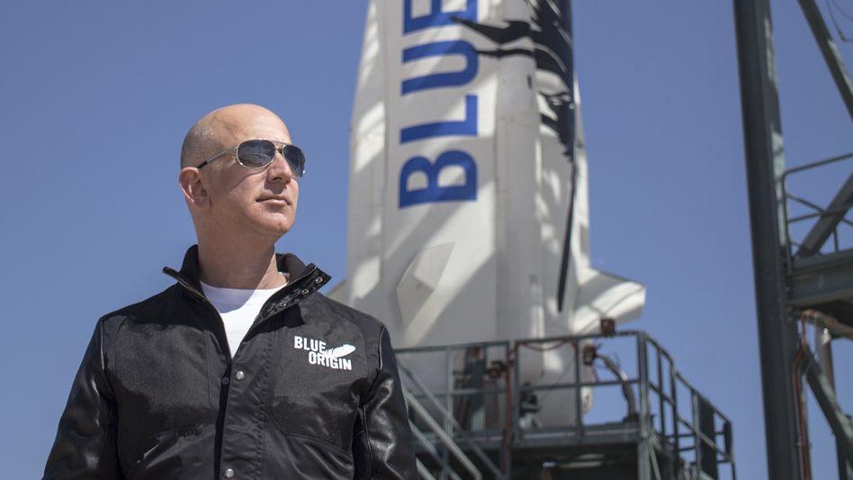 Weltraum-Fan: Captain Jeff vor einer seiner Raketen