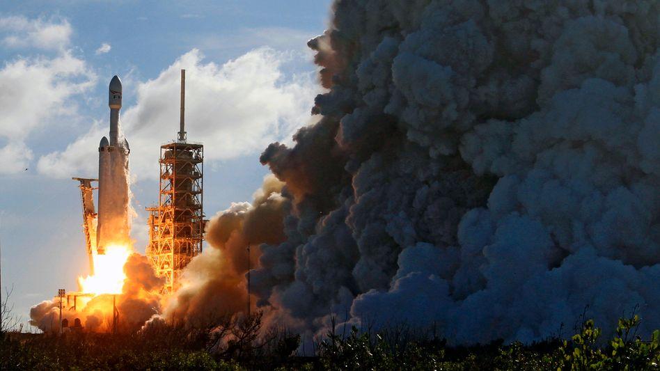 Start der Falcon Heavy in Cape Canaveral: Musk plant Kurztrips ins All bereits im kommenden Jahr - und die erste Marslandung im Jahr 2022