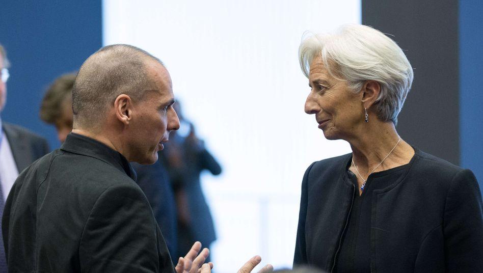 IWF-Chefin Lagarde mit Griechenlands Finanzminister Giannis Varoufakis (Bild von Mitte Juni): Lagarde kann die EZB bereits heute über den Zahlungsausfall informieren - und den Notenbankern damit eine Vorlage geben, ihre Liquiditätshilfen an die griechischen Banken einzustellen