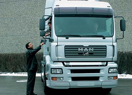 Lkw-Sparte: Die Brummis gelten als der Opel unter den Schwerlastern. Mercedes ist viermal, Volvo doppelt so groß. Marktstellung: 4. Platz Umsatz: 6,7 Milliarden Euro Kapitalrendite (ROCE): 9,4 Prozent